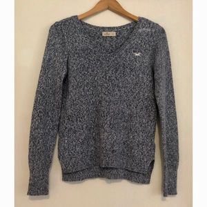 Hollister classic V-neck knit pullover sweater